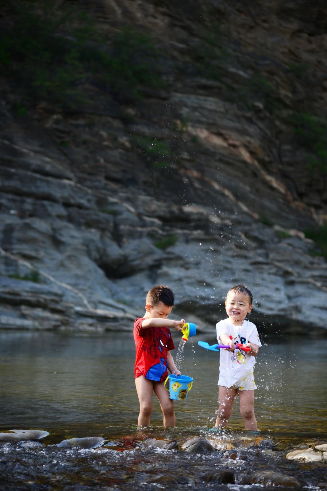 北京-小助手的小跟班 《戏水》 Nikon.jpg